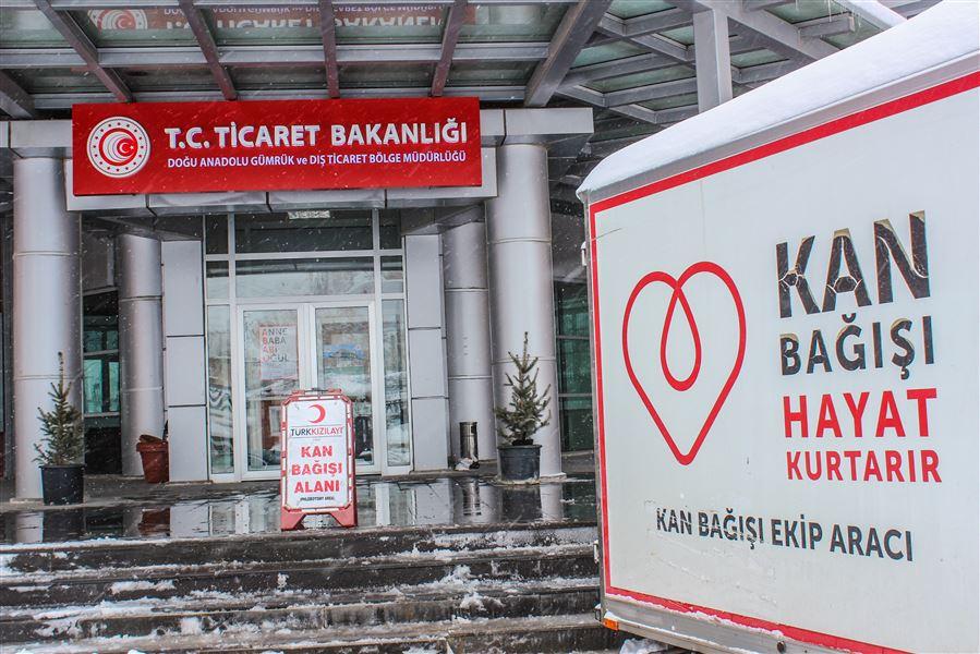 26 Ocak Dünya Gümrük Günü etkinlikleri kapsamında Bölge Müdürlümüz personeli Türk Kızılay'ına kan bağışında bulundu